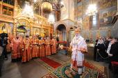 В день Радоницы Предстоятель Русской Церкви совершил Божественную литургию и поминовение усопших в Архангельском соборе Кремля