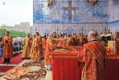 В неделю 3-ю по Пасхе, святых жен-мироносиц, Святейший Патриарх Кирилл возглавил служение Божественной литургии на площади Свободы г. Харькова