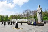 Святейший Патриарх Кирилл возложил венок к Мемориалу славы в Харькове