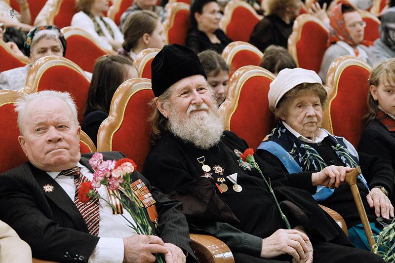 http://p2.patriarchia.ru/2011/05/09/1233157523/2_VSN0118.jpg