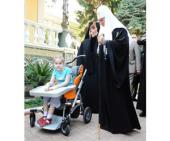Святейший Патриарх Кирилл поздравил с праздником Пасхи шестилетнюю одесситку Сашу Климову