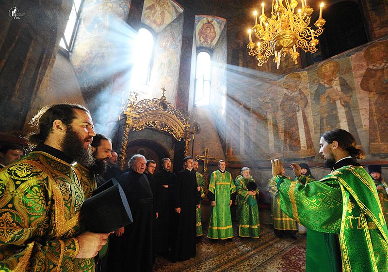 http://p2.patriarchia.ru/2011/06/12/1233223801/2NOV_9415.jpg