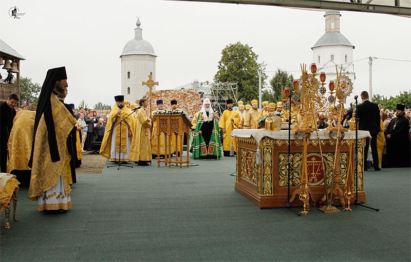 Первосвятительский визит в Брянскую епархию. Божественная литургия в Свенском Успенском монастыре г. Брянска. Посещение храмов