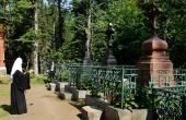 Предстоятель Русской Церкви вознес молитвы об упокоении всех почивших насельников Валаамского монастыря на Игуменском кладбище обители