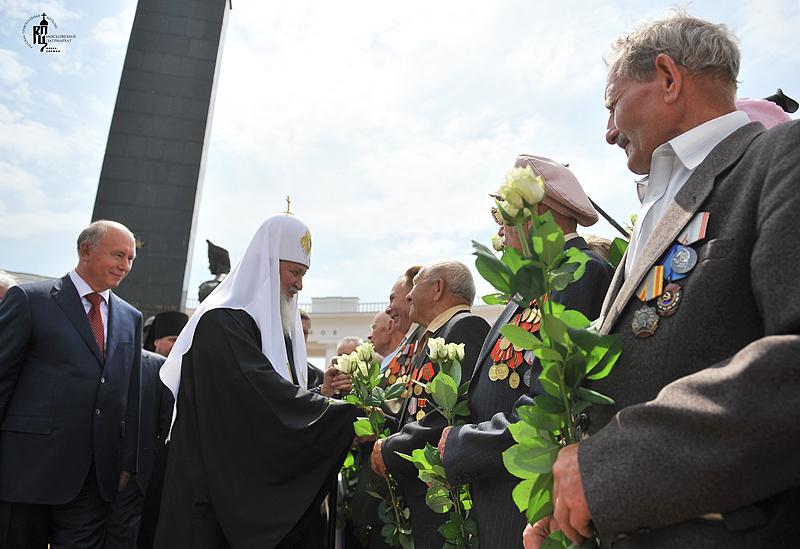 Первосвятительский визит в Мордовию. Возложение венка к Мемориалу Славы в г. Саранске