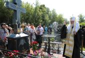 Святейший Патриарх Кирилл совершил литию на могиле своего деда в мордовском селе Оброчное