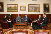 Председатель ОВЦС вручил Патриаршие награды членам редколлегии издания «Православие в Китае»