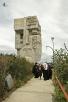 Первосвятительский визит в Магаданскую епархию. Возложение цветов к мемориалу «Маска скорби» в Магадане