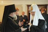 Святейшему Патриарху Кириллу передана историческая панагия, принадлежавшая Святейшему Патриарху Алексию I