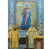 В день 100-летия прославления святителя Иоасафа Белгородского Предстоятель Русской Церкви совершил Божественную литургию на Соборной площади Белгорода