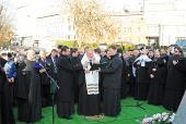Святейший Патриарх Кирилл освятил памятник основателю Зачатьевского монастыря святителю Алексию, митрополиту Московскому