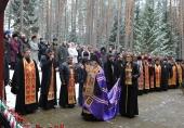 Епископ Пантелеимон, духовенство и власти Смоленска почтили в Катыни память священномученика Серафима (Остроумова) и всех жертв политических репрессий