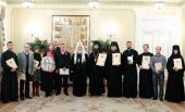 Святейший Патриарх Кирилл вручил награды сотрудникам Московской Патриархии, отмечавшим юбилейные и памятные даты в уходящем году