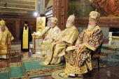В неделю по Богоявлении Блаженнейший Патриарх Феодор, Святейший Патриарх Кирилл и Блаженнейший Митрополит Христофор совершили Божественную литургию в Храме Христа Спасителя