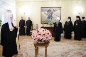 Сотрудники Московской Патриархии поздравили Святейшего Патриарха Кирилла с годовщиной интронизации