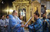 Предстоятель Русской Церкви совершил утреню с чтением Акафиста Пресвятой Богородице в Богоявленском кафедральном соборе