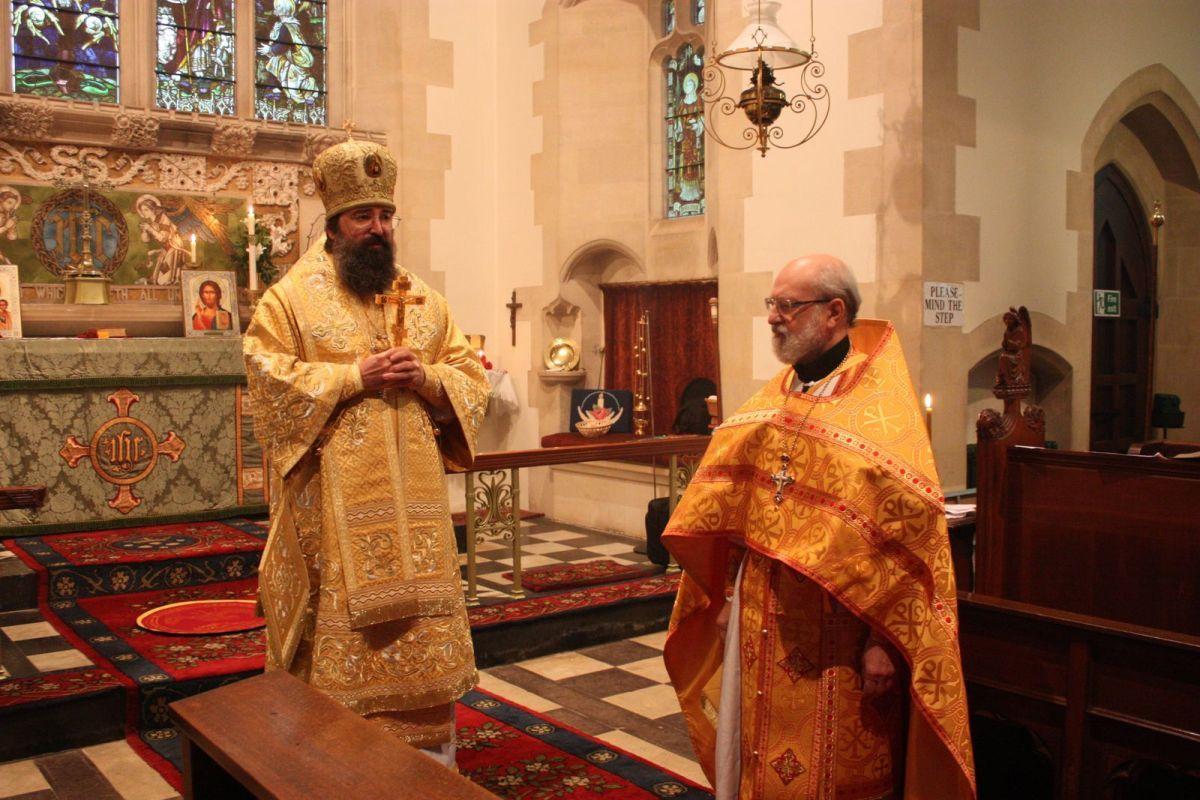 Архиепископ Сурожский Елисей и настоятель прихода протоиерей Максим Никольский