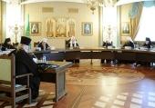 В Храме Христа Спасителя под председательством Святейшего Патриарха Кирилла проходит очередное заседание Высшего Церковного Совета Русской Православной Церкви