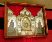 В дни Страстной седмицы москвичи посещают Храм Христа Спасителя, чтобы поклониться частице Ризы Господней и Гвоздю от Креста Господня