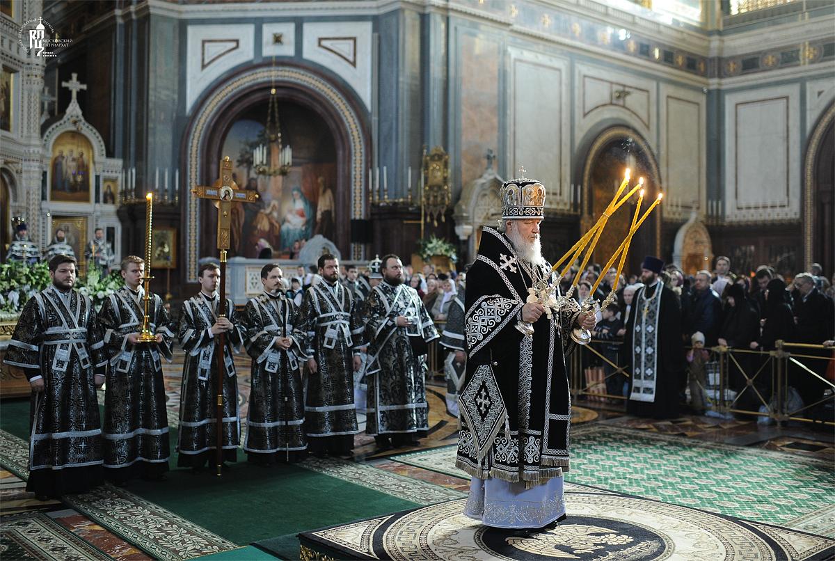 Патриаршее служение в Храме Христа Спасителя в Великую субботу