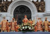 Предстоятель Русской Церкви возглавил молебное пение в защиту веры, поруганных святынь, Церкви и ее доброго имени перед Храмом Христа Спасителя