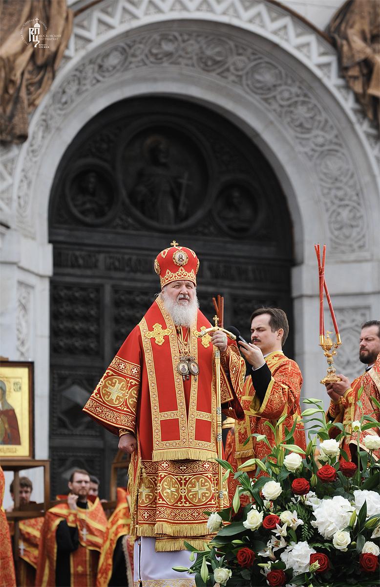Молебное пение в защиту веры, поруганных святынь, Церкви и ее доброго имени перед Храмом Христа Спасителя