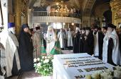 Предстоятель Русской Церкви совершил панихиду по Патриарху Алексию II и митрополиту Лавру