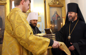 Митрополит Волоколамский Иларион передал бесплатный тираж Священного Писания для воинских частей и тюрем