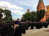 В День памяти и скорби архиепископ Истринский Арсений возглавил традиционное возложение венков к могиле Неизвестного солдата у Кремлевской стены