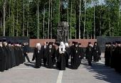 Предстоятель Русской Церкви посетил мемориальный комплекс «Хацунь» в Брянской области