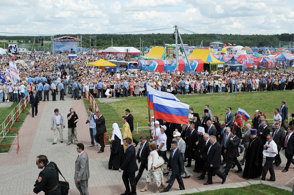 Участие в открытии фестиваля «Славянское единство — 2012» на границе России, Белоруссии и Украины