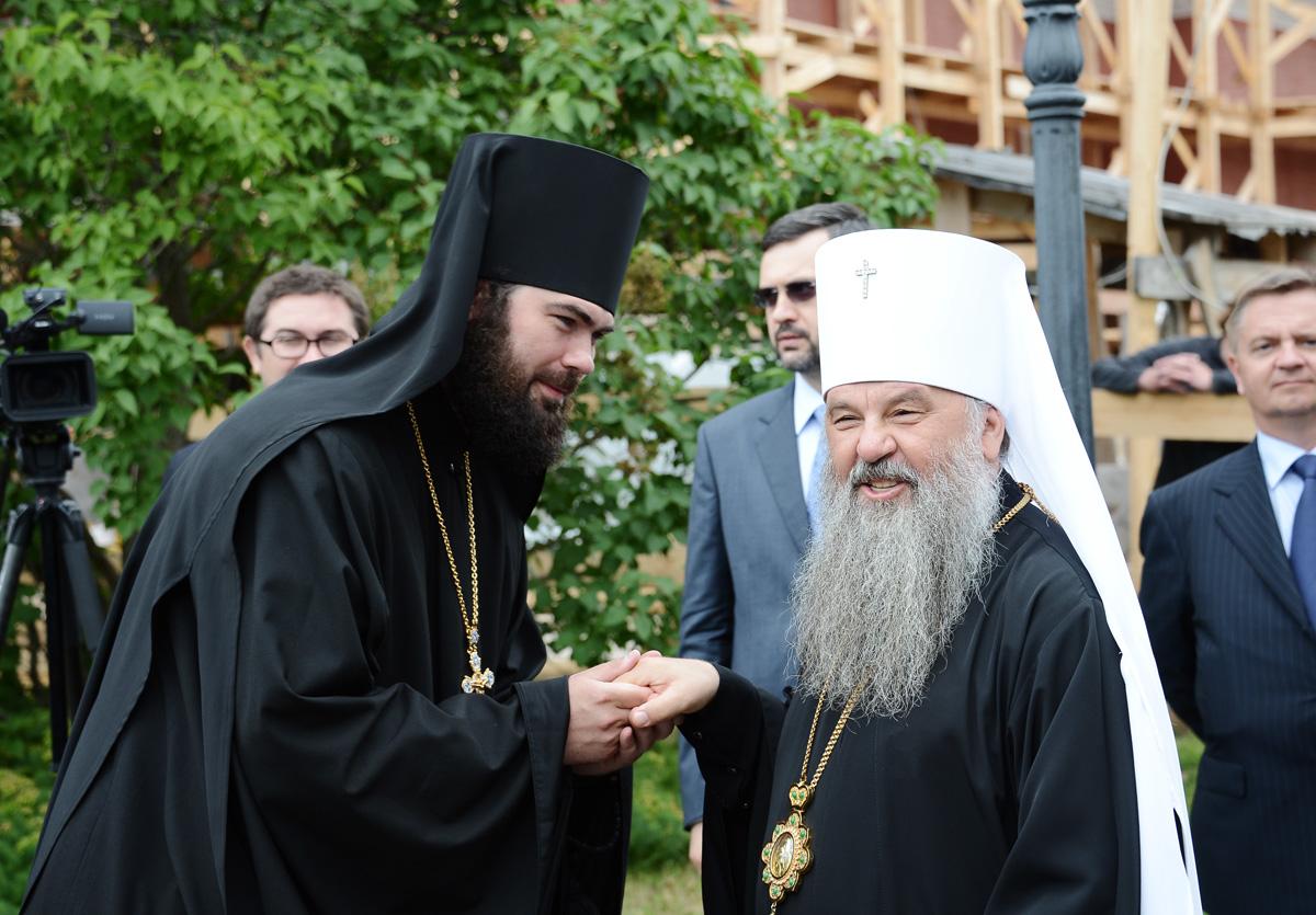 Поклонение честным мощам преподобных Сергия и Германа в Спасо-Преображенском соборе Валаамской обители