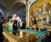 Святейший Патриарх Кирилл поклонился честным мощам преподобных Сергия и Германа в Спасо-Преображенском соборе Валаамской обители