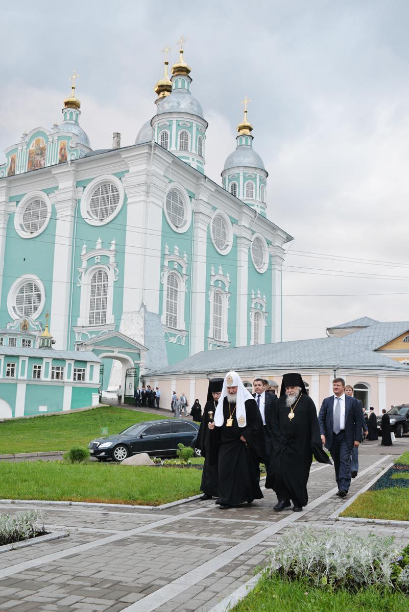 После всенощного бдения в Успенском кафедральном соборе г. Смоленска