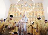 Предстоятель Русской Церкви совершил освящение храма-памятника Воскресения Христова в Катыни и Божественную литургию в новоосвященном храме