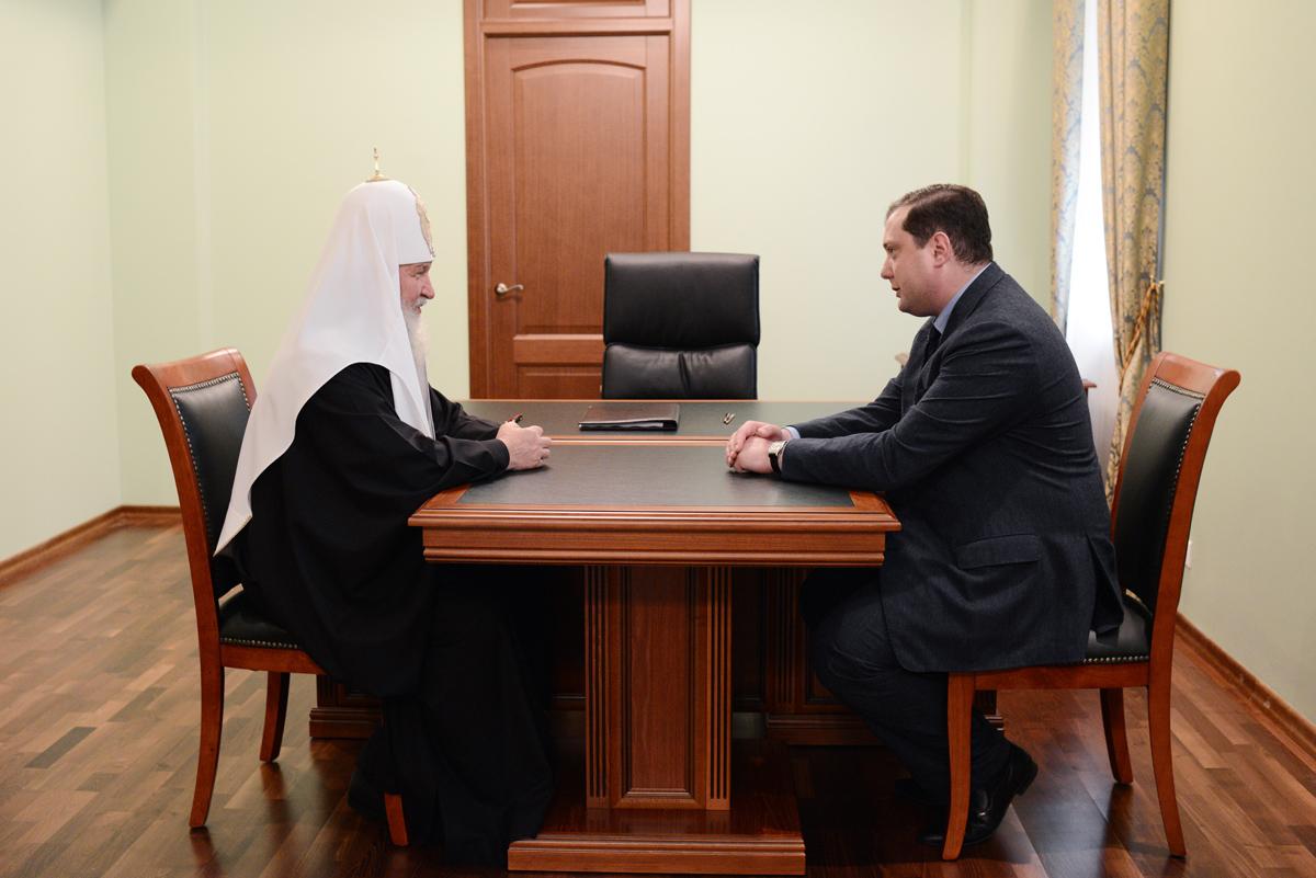 Беседа Святейшего Патриарха с губернатором Смоленской области А.В. Островским.