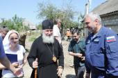Святейший Патриарх Кирилл встретился с волонтерами и посетил пострадавшие от стихии дома жителей Крымска