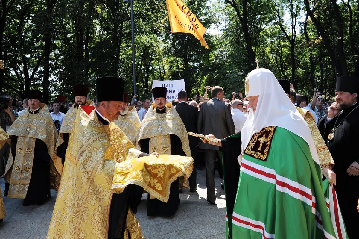 Патриарший визит на Украину. Молебен у памятника Крестителю Руси на Владимирской горке