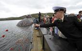 На дне Баренцева моря установлен крест в память о погибших моряках АПЛ «Курск»