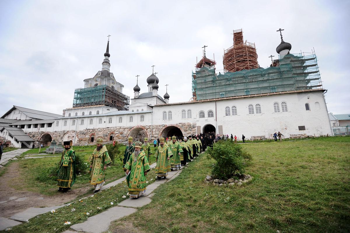 Всенощное бдение в Преображенском соборе Соловецкого монастыря в канун дня памяти преподобных Зосимы, Савватия и Германа Соловецких