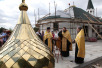 Установка купола и креста на временный храм при МГИМО