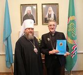Апостольский нунций в Великобритании архиепископ Антонио Меннини награжден орденом Митрополичьего округа Русской Православной Церкви в Республике Казахстан