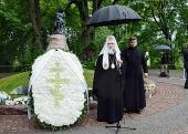 Предстоятель Русской Церкви посетил Монумент скорби в Таллине