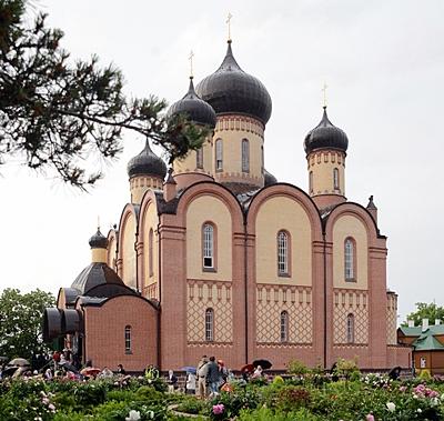 Успенский Пюхтицкий ставропигиальный женский монастырь