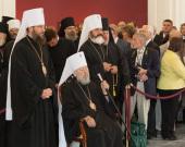 Митрополит Киевский Владимир и Президент Украины В.Ф. Янукович приняли участие в открытии Всеукраинской художественной выставки, посвященной празднованию 1025-летия Крещения Руси