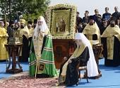 В ходе празднования 1025-летия Крещения Руси на Владимирской горке в Киеве совершен торжественный молебен