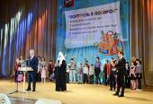 Святейший Патриарх Кирилл принял участие в празднике для московских первоклассников из многодетных семей