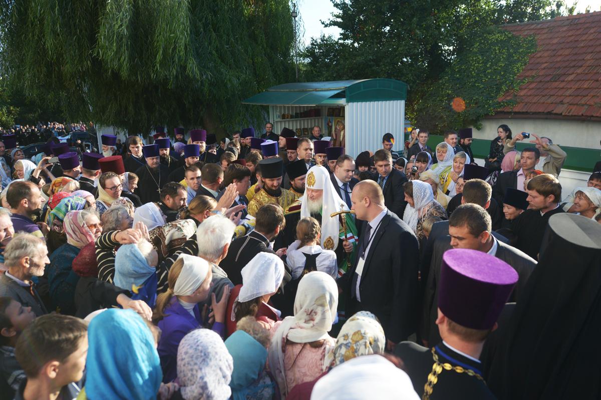 Патриарший визит в Тираспольскую епархию. Посещение г. Бендеры. Прибытие в Тирасполь, молебен в соборе Рождества Христова, посещение епархиального управления
