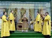 Святейший Патриарх Кирилл возглавил служение Божественной литургии на площади перед кафедральным собором Кишинева