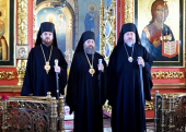 По случаю 50-летия Нефтекамска в Петропавловском кафедральном соборе города была совершена праздничная Литургия